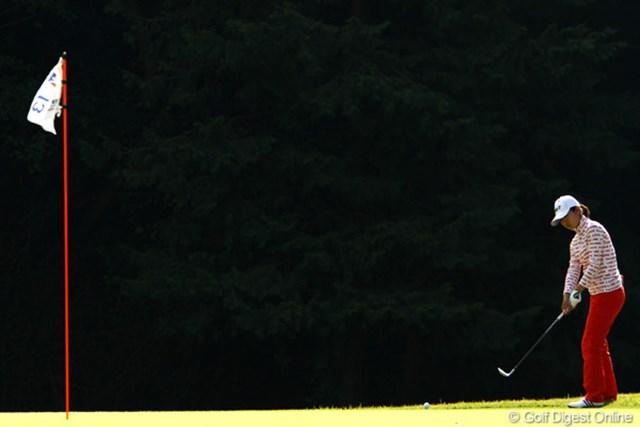 2011年 樋口久子 森永製菓ウイダーレディス 2日目 永井奈都 一気にスコアを6つ伸ばすスーパーラウンドで単独首位に。OUTで13パット、INで8パットって凄過ぎ!初優勝なるか・・・。