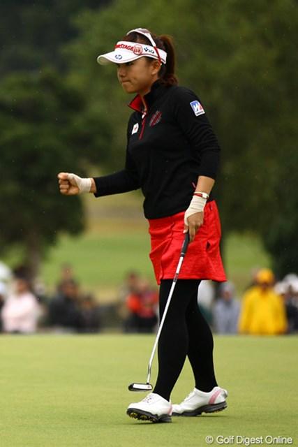 2011年 樋口久子 森永製菓ウイダーレディス 最終日 有村智恵 プレーオフ2ホール目で決着をつけ、今季3勝目を手にした有村智恵