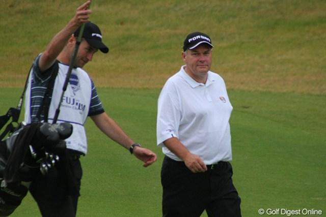 この日ラッセルのバッグを担いでいたのは29歳の息子クリス。イングランドのプロゴルファーです。