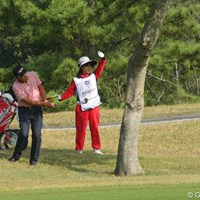 勝成さんトラブルです。しかしそこは熟練の技で切り抜けきっちりパーセーブ。 2011年 富士フイルムシニアチャンピオンシップ 2日目 高橋勝成