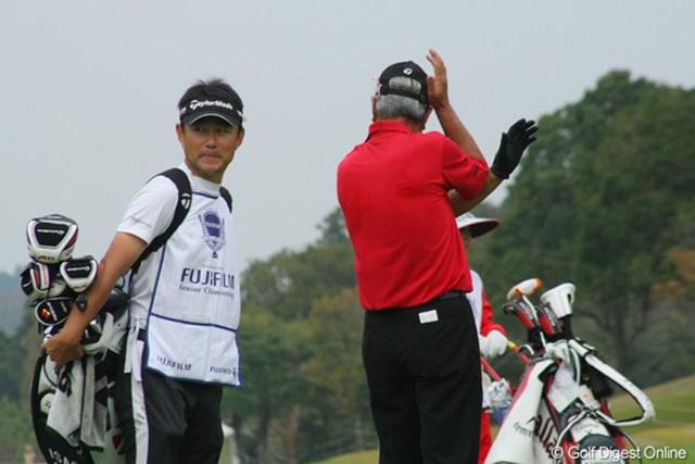 2011年 富士フイルムシニアチャンピオンシップ 最終日 青木功 お茶目な青木さんの「写真はイヤイヤポーズ」。