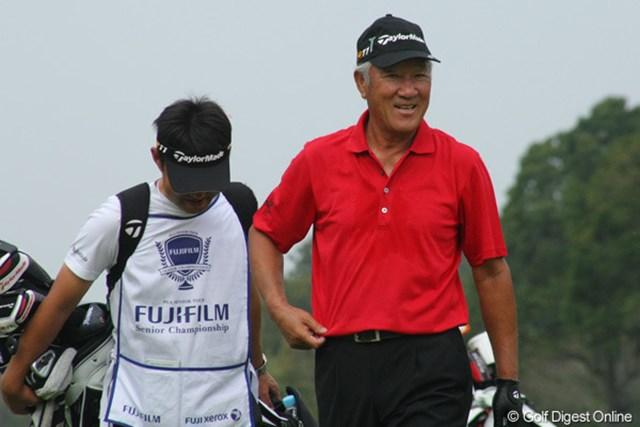 2011年 富士フイルムシニアチャンピオンシップ 最終日 青木功 「イヤイヤポーズ」からの~、「世界の青木スマイル」。