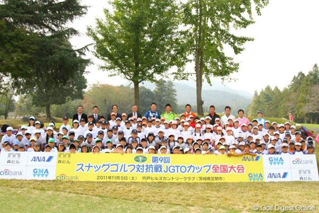 20チーム全120人の選手たちと参加プロの記念写真