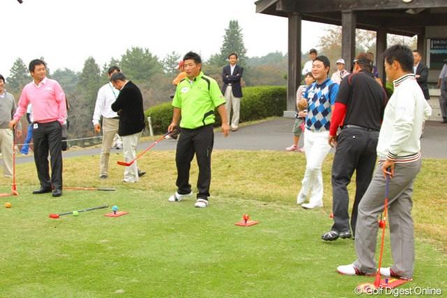 2011年 第9回スナッグゴルフ対抗戦 JGTOカップ全国大会 増田伸洋 試合前からプレッシャーをかけられる増田伸洋