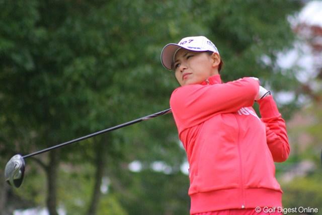 2011年 伊藤園レディスゴルフトーナメント 事前情報 横峯さくら 上下ピンクのウェアでラウンドした横峯さくら。11月の寒さに耐え切れるか!?