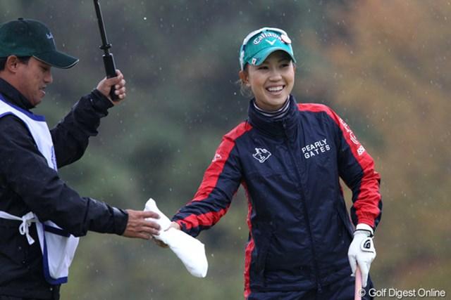 2011年 伊藤園レディスゴルフトーナメント 初日 上田桃子 前半に3バーディを奪った上田桃子も暫定3位の好スタート