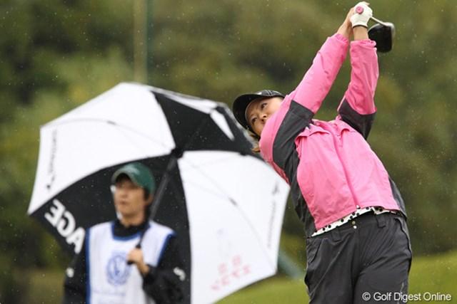 2011年 伊藤園レディスゴルフトーナメント 初日 佐伯三貴  ディフェンディングです