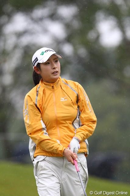 2011年 伊藤園レディスゴルフトーナメント 初日 山本亜香里  伊藤園所属、なかなかの美人です