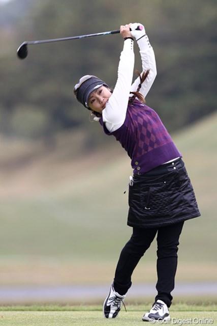 2011年 伊藤園レディスゴルフトーナメント 2日目 青山加織 自身初の最終日最終組。緊張を解きほぐし自分のプレーが出来るか