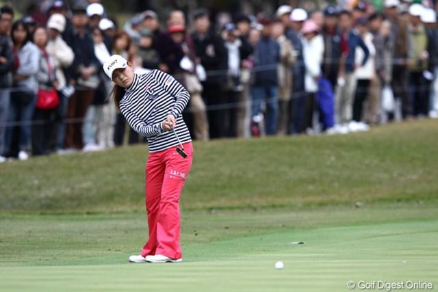 2011年 伊藤園レディスゴルフトーナメント 2日目 横峯さくら チャンスにつけられず長いパットが数多く残った横峯さくら