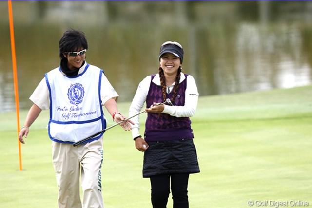 2011年 伊藤園レディスゴルフトーナメント 2日目 青山加織 16番パーセーブ、ホッ!