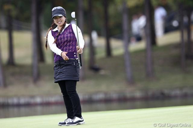 2011年 伊藤園レディスゴルフトーナメント 2日目 青山加織 18番惜しくもバーディーならず、トップタイ