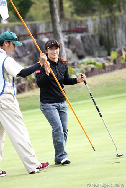2011年 伊藤園レディスゴルフトーナメント 2日目 米山みどり バーディで締めくくり