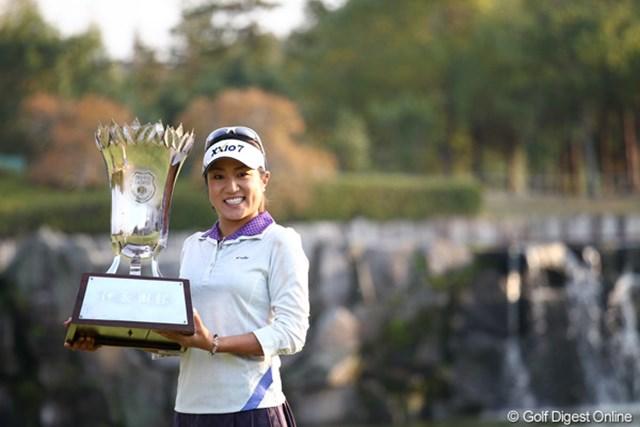 2011年 伊藤園レディスゴルフトーナメント 最終日 藤本麻子 通算10アンダーでツアー初優勝を果たした藤本麻子