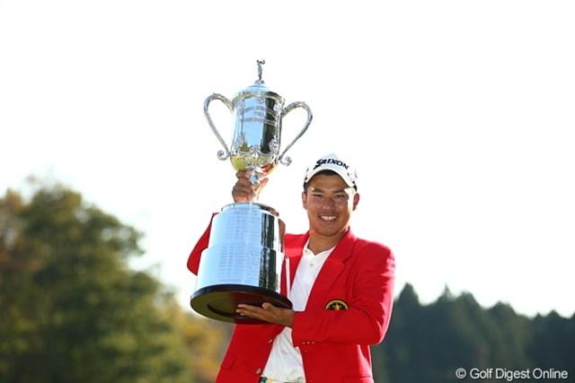 逆転でツアー史上3人目のアマチュア優勝を遂げた松山英樹