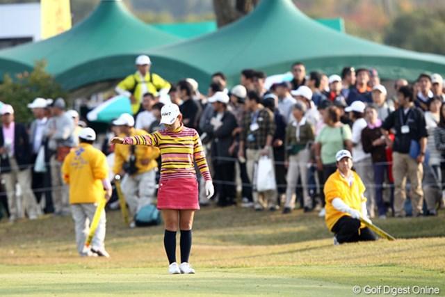 2011年 伊藤園レディスゴルフトーナメント 最終日 横峯さくら 最終18番で池に入れた横峯さくら。痛恨のダボで優勝を逃した
