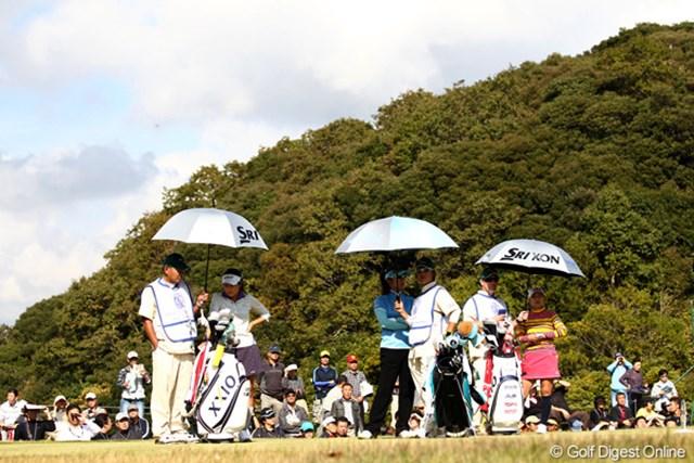 2011年 伊藤園レディスゴルフトーナメント 最終日 横峯さくら、藤田幸希、藤本麻子 11月なのに日傘だよ~。暑いです