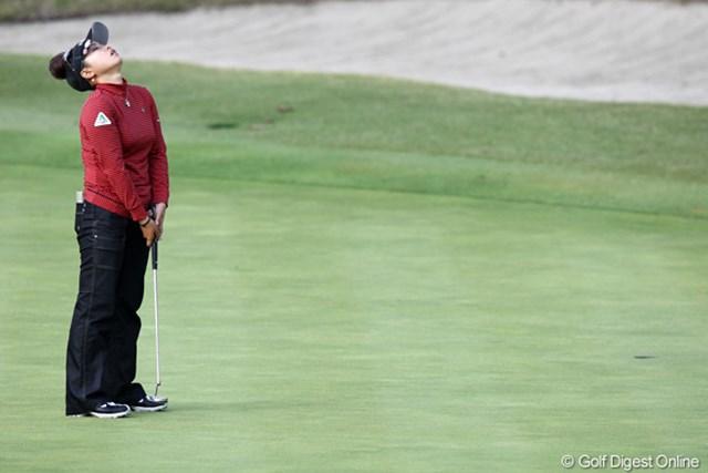 2011年 伊藤園レディスゴルフトーナメント 最終日 青山加織 前半なかなかバーディが・・・耐えて我慢