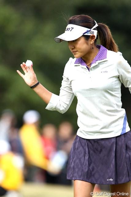 2011年 伊藤園レディスゴルフトーナメント 最終日 藤本麻子 今日7つのバーディで10アンダー