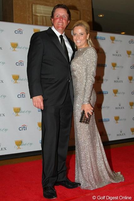 2011年 ザ・プレジデンツカップ 晩餐会 フィル・ミケルソン ミケルソンは愛妻エイミーと登場