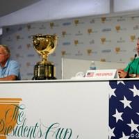 世界選抜キャプテンのG.ノーマン(左)とアメリカ選抜キャプテンのF.カプルス(右) 【WORLD】大会を盛り上げる?両キャプテンの舌戦  グレッグ・ノーマン、フレッド・カプルス
