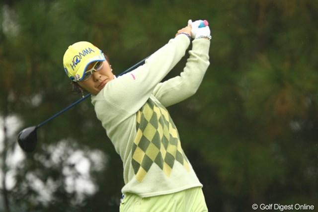 2011年 大王製紙エリエールレディスオープン 初日 藤田幸希 先週からショットは絶好調!ところで、もう歯痛は大丈夫ですか?5アンダー2位タイ。