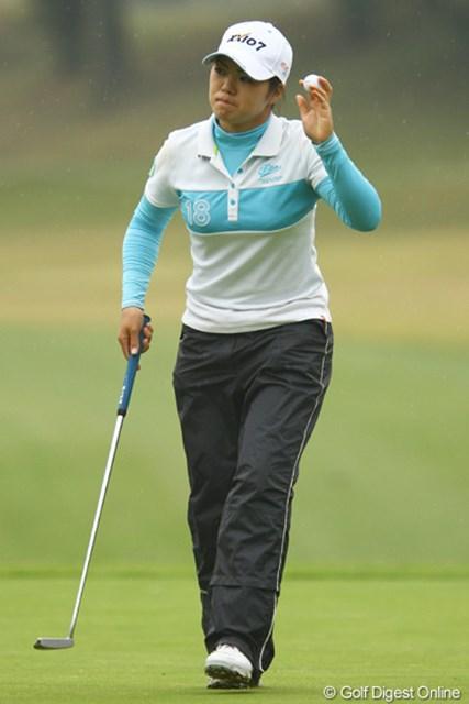 2011年 大王製紙エリエールレディスオープン 初日 西美貴子 先週優勝を飾った藤本麻子と同期生。刺激を受けたのでしょうか。レギュラーツアーでアンダーパーでのラウンドは、今日が初めてだとか。5アンダー2位タイ。