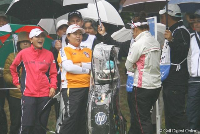 2011年 大王製紙エリエールレディスオープン 初日 アン ソンジュ・横峯さくら・有村智恵 賞金ランキングトップ3が同組でラウンド。談笑する場面も。