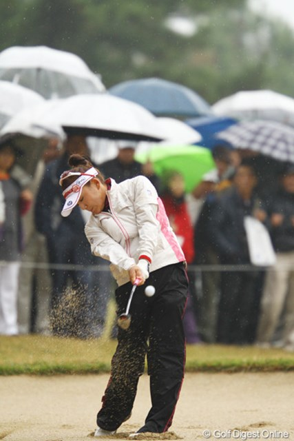 2011年 大王製紙エリエールレディスオープン 初日 有村智恵 前半は珍しくショットが乱れてました。逆転賞金女王には、もう優勝しかありません。2アンダー17位タイスタート。