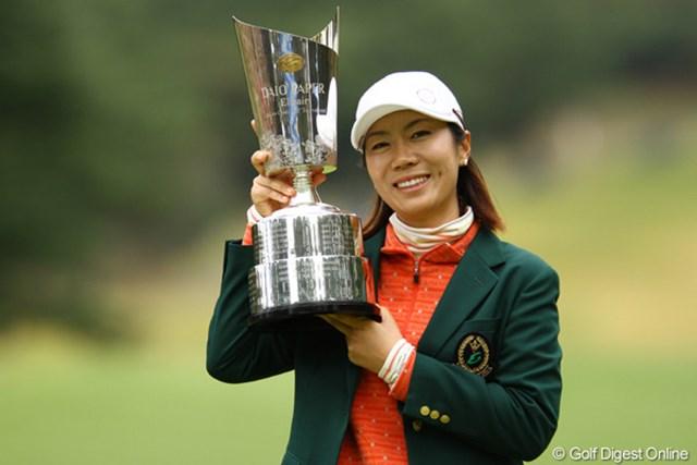 逆転優勝で今季2勝目を飾った李知姫。しかし、女王には届かなかった。