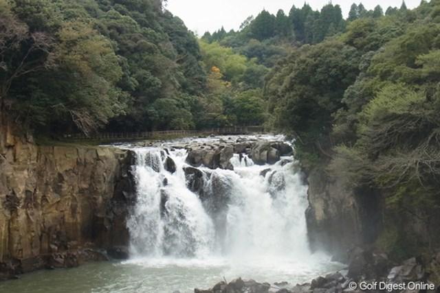 2011年 LPGAツアーチャンピオンシップリコーカップ 事前 関之尾の滝 日本の滝100選に選ばれる、宮崎県内でも有数の滝(撮影:リコー CX5)