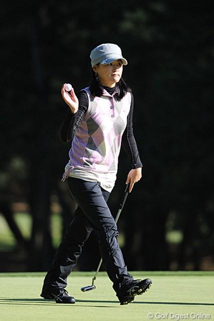 2011年  LPGAツアーチャンピオンシップリコーカップ 初日 北田瑠衣  さすがはルイたん。防寒着も何気にオサレでキャワイイやおまへんか~!久々に最強の人妻振りが発揮できるか!