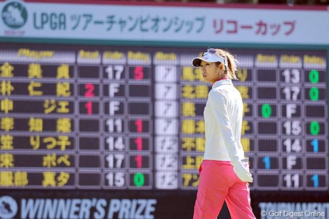 2011年  LPGAツアーチャンピオンシップリコーカップ 初日  金田久美子  晴れて出場叶った憧れの試合。そやけど現実は厳しかったですワ・・・。36パットでは勝負になりません。それだけでインビに11打(!!)負けとるんやもん!26位T