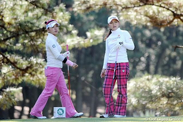 2011年  LPGAツアーチャンピオンシップリコーカップ 初日  横峯さくら、有村智恵  今日一番ギャラリーが多かったのはこの組。互いに人気選手やし、熊本出身&宮崎在住っちゅうことで、7割ほどののギャラリーが集中してました。