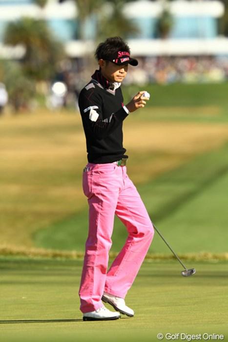 たまには派手なポーズも見せて欲しいなぁ、と思うぐらい、いつもクールですね。 2011年 カシオワールドオープンゴルフトーナメント 初日 諸藤将次