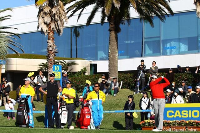 出入りの激しいゴルフで、今日はスコアを伸ばせず、首位を明け渡してしまいましたが、まだまだ初優勝のチャンスありです。