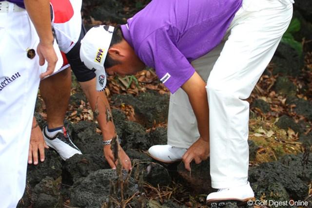 2011年 オメガミッションヒルズワールドカップ 3日目 池田勇太 「これを除けて、これもっと」。ボールが打てるまで20個以上は放り投げかな