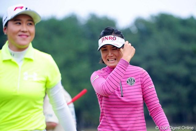 2011年 LPGAツアーチャンピオンシップリコーカップ 最終日 全美貞 勝者の涙と敗者の笑顔。「泣かないようにしようと決めていたのですが・・・」こみ上げる思いには勝てなかった