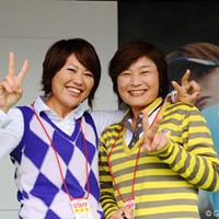 リコーのブースでレッスンしてたお二人です。熊本空港CCと鹿児島高牧所属。来年の西陣&Tポイントで再会(サイチェン)!二人とも大酒飲みでした・・・。 2011年 LPGAツアーチャンピオンシップリコーカップ 最終日 吉崎千晃、山下久美