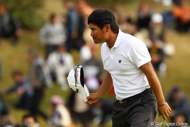 2011年 カシオワールドオープンゴルフトーナメント 最終日 宮里優作 初優勝を逃した宮里優作。敗れたがギャラリーからの大歓声に丁寧に応えた。