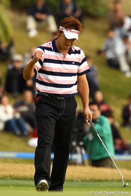 2011年 カシオワールドオープンゴルフトーナメント 最終日 高山忠洋 ツアー通算5勝目をマークした高山忠洋。ウィニングパットの後に頭に浮かんだのは…