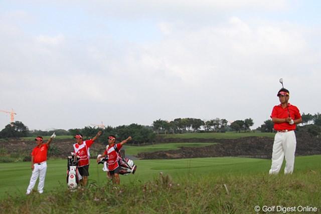 2011年 オメガミッションヒルズワールドカップ 最終日 平塚哲二 池田勇太 18番の2打目は左へ。3人で左を指してくれたのでわかりやすかった