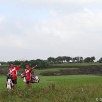 18番の2打目は左へ。3人で左を指してくれたのでわかりやすかった 2011年 オメガミッションヒルズワールドカップ 最終日 平塚哲二 池田勇太