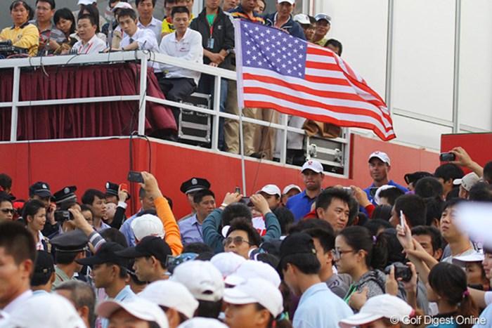 表彰式の入場用に長い時間待機させられたアメリカチーム 2011年 オメガミッションヒルズワールドカップ 最終日 マット・クーチャー ゲーリー・ウッドランド