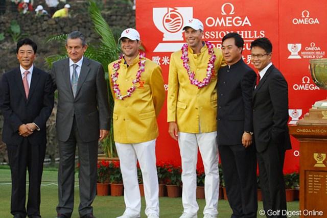 2011年 オメガミッションヒルズワールドカップ 最終日 マット・クーチャー ゲーリー・ウッドランド ウィナーズジャケットは黄金の中国人民服