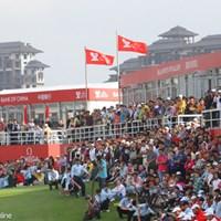 地元中国組のホールアウト時は上段のVIP席からも人が溢れていた 2011年 オメガミッションヒルズワールドカップ 最終日 ギャラリー