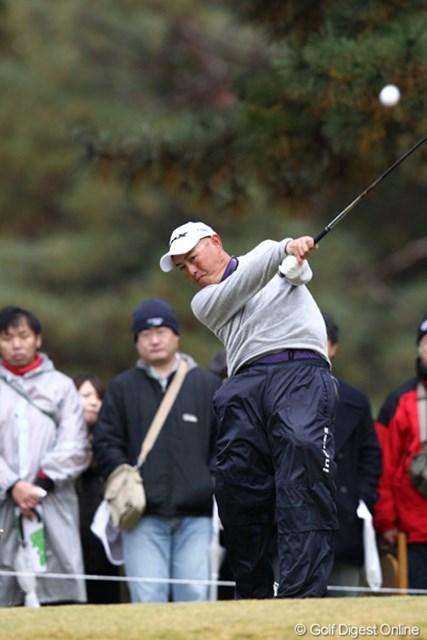 2011年 ゴルフ日本シリーズJTカップ 初日 谷口徹 昨年1打差で敗れた悔しさを晴らしたい谷口徹。2日目はその勝利を奪われた相手、藤田寛之とさっそく最終組で直接対決