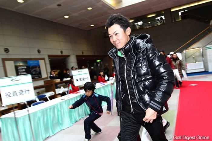 笑顔で帰宅?練習場? 2011年 ゴルフ日本シリーズJTカップ 3日目 諸藤将次