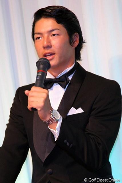 2011年 ジャパンゴルフツアー表彰式 石川遼 石川遼はこの日もビシッと正装。いよいよオフです・・・