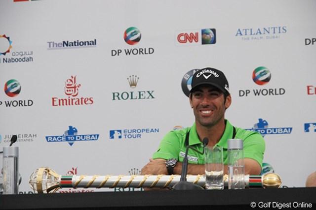 2011年 ドバイ・ワールドチャンピオンシップ 最終日 アルバロ・キロス 優勝インタビューでも、もちろん笑顔!